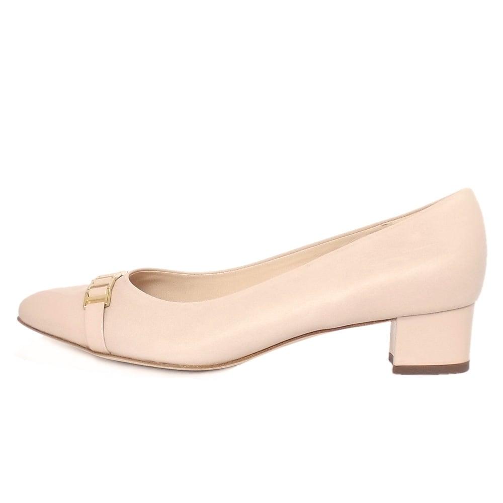 kaiser arla s low heel shoe in powder