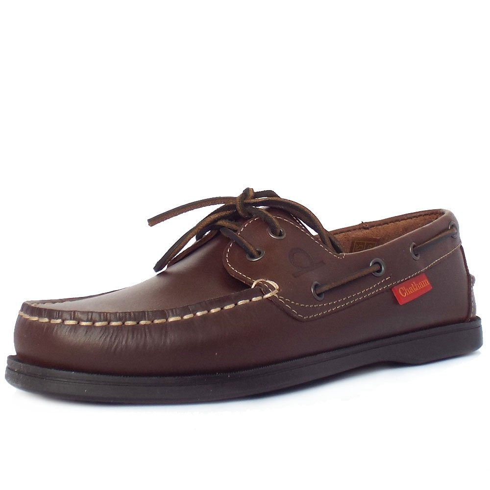 Mens Boat Shoes Shop our many pairs of men's boat shoes for a variety of colors, shapes and patterns for all sizes of feet. Perfect for being out on the water, our boat shoes for men are breathable, cushioned and come in numerous materials including suede, mesh or full grain leather.