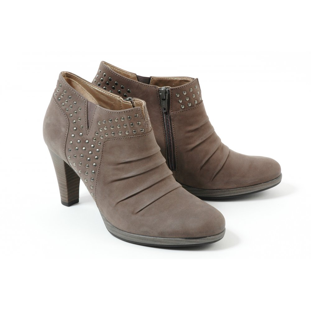 diva shoes inc case This case examines the exchange rate risk of a us-based manufacturer of  women's  diva shoes, a us-based company, had first introduced its products  in.