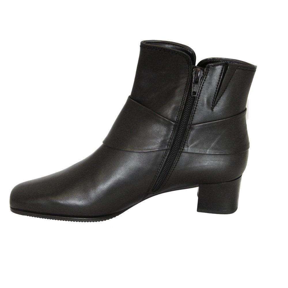 Free shipping on women's booties at bloggeri.tk Shop all types of ankle boots, chelsea boots, and short boots for women from the best brands including .