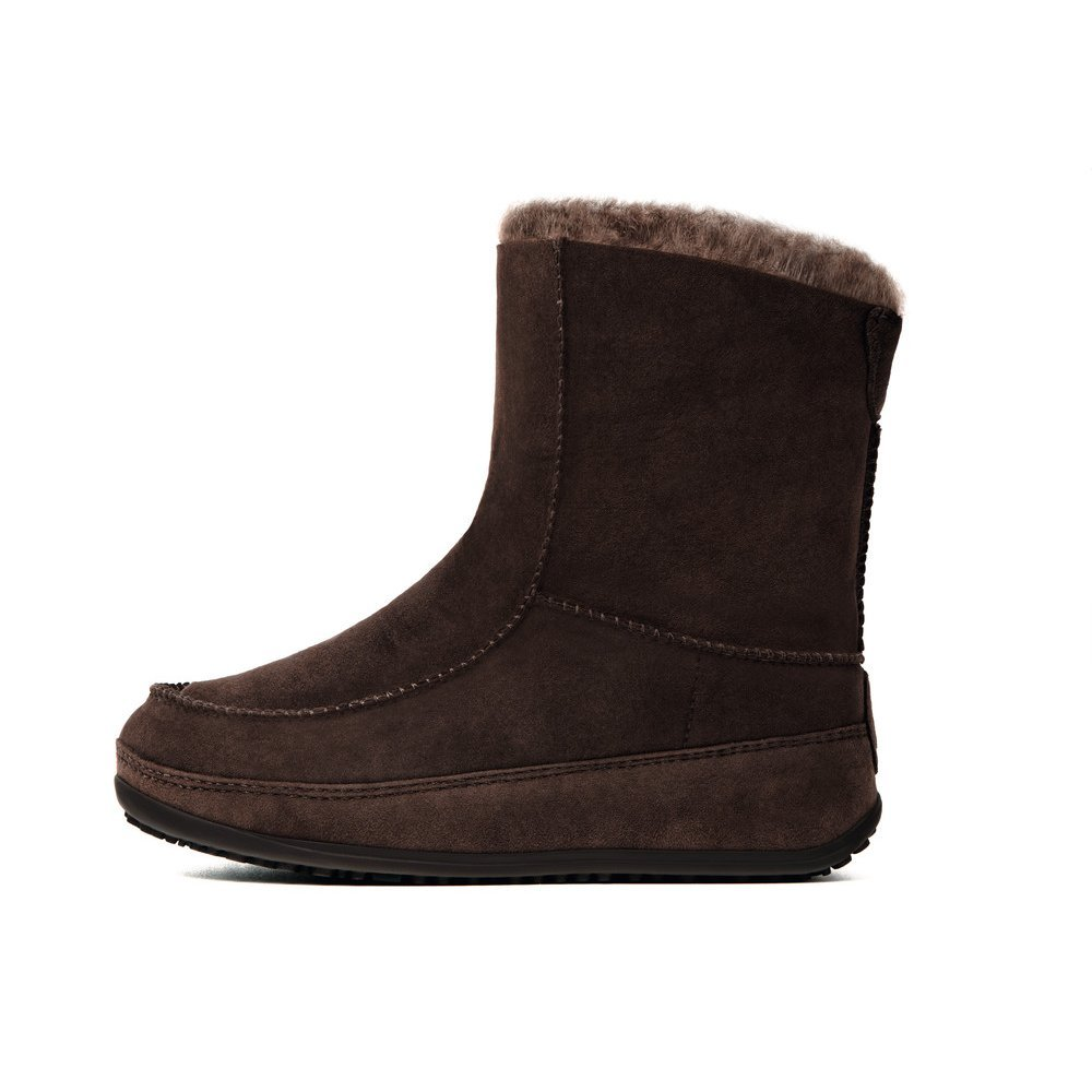 fitflops mukluk suede boot in chocolate sheepskin lined