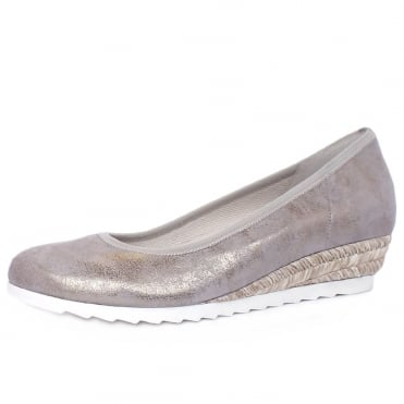 Epworth Women's Wide Fit Low Wedge Pumps in Metallic Taupe