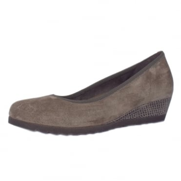 Epworth Women's Wide Fit Low Wedge Pumps in Wallaby