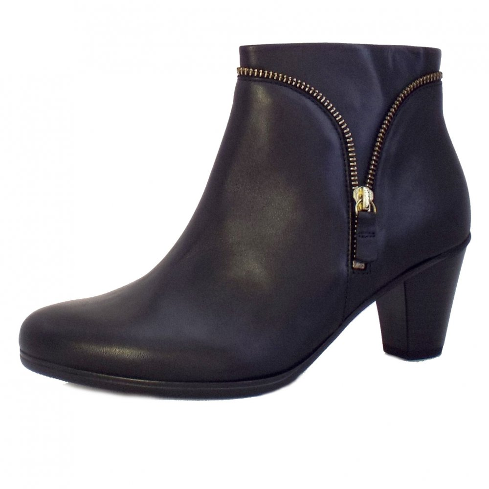 Black Boots for Women. A main staple of a women's fashion wardrobe is the black boot. Fashionable in three out of four seasons a year, as the sandal rules the summer season, the black boot can be found featuring all types of heels, styles, and materials.