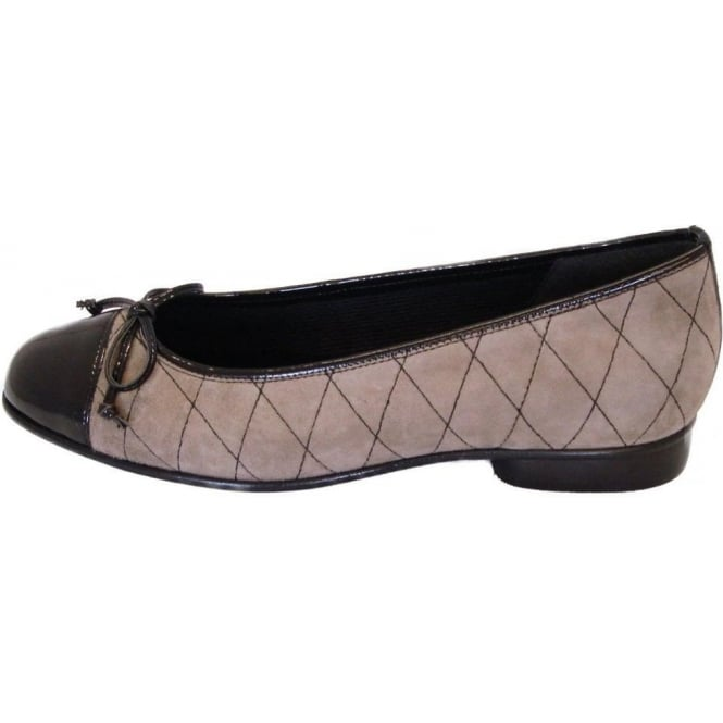 gabor shoes quilt ladies ballet shoe in taupe suede mozimo. Black Bedroom Furniture Sets. Home Design Ideas