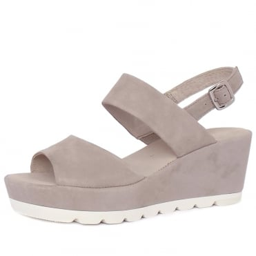 Study Women's Fashionable Sandals in Powder Suede