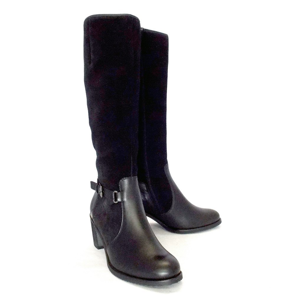Women's Knee High Boots A pair of statement knee high boots is a must-have in every woman's wardrobe. With a selection of width fittings and fastenings, combined with stunning designs, we're sure you'll be able to find the perfect fitting style.