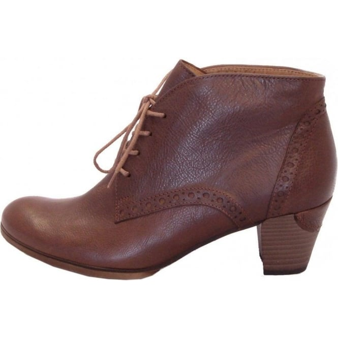 Jayse Womens Lace Up Ankle Boot in Tan