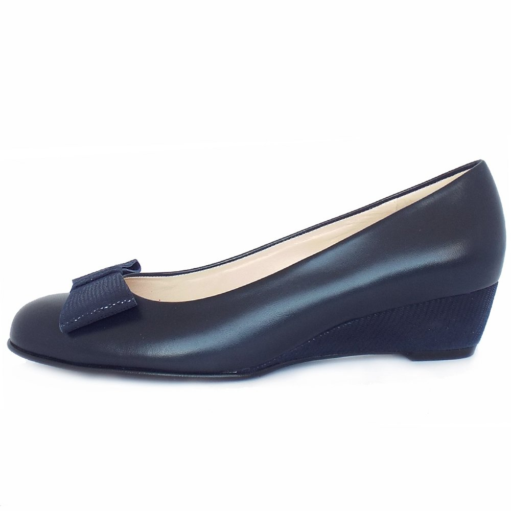 kaiser jimini low wedge pumps with bow navy