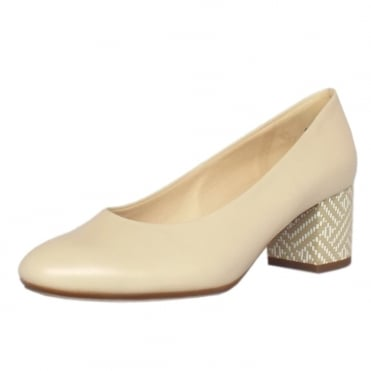 Christin Wide Fit Court Shoes in Lana