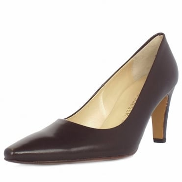 Tosca classic pointed toe court shoes in brown