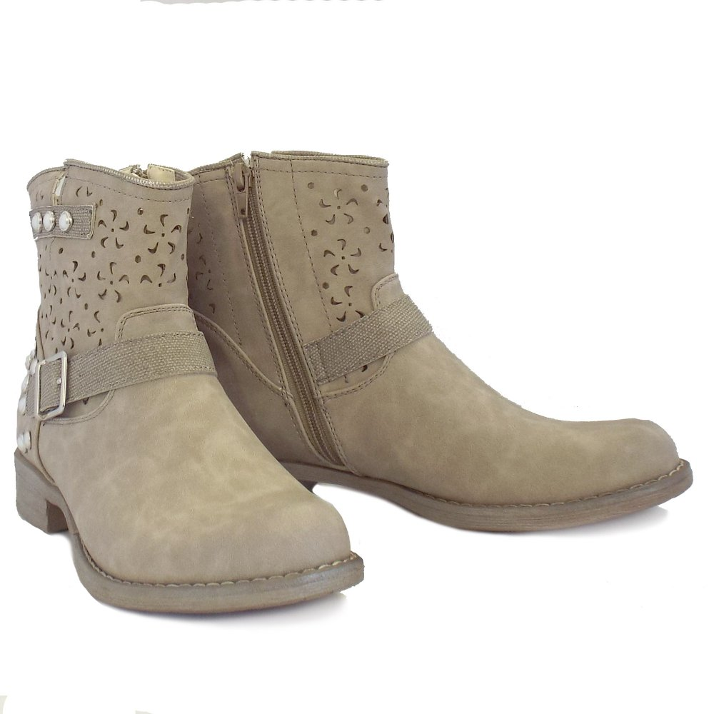 Ankle Boots. Mid Calf Boots. Knee Boots. Rain Boots. Winter Boots. Women's Boots + items. Y & marketplace (+) Y Only Beige (+) Black () Blue (4) Bronze (+) Brown (66) Clear see more (28) Gold (+) Gray () Green (10) Metallic a pair of women's boots is a stylish option when heading out the door. A lightweight pair of.