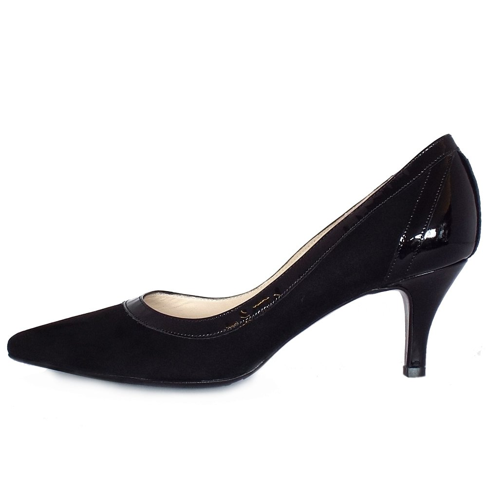 kaiser sabia pointed toe court shoes in black