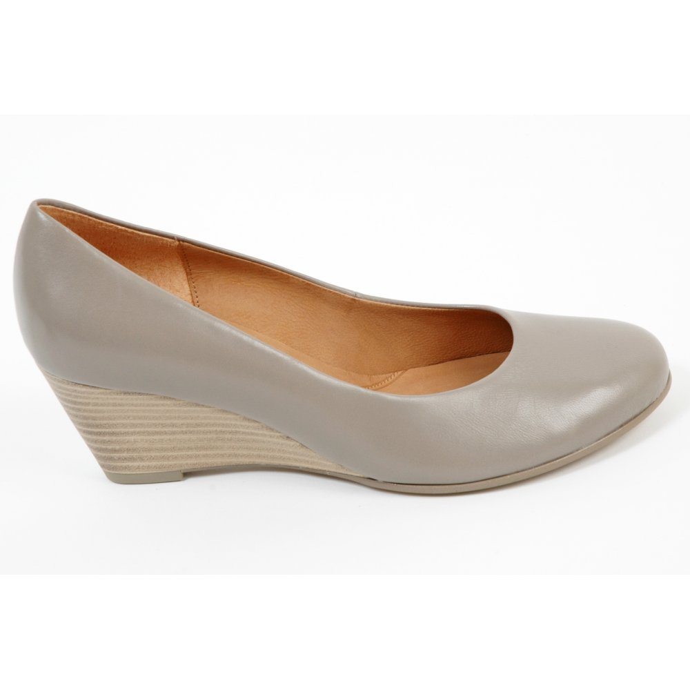 gabor shoes thelma wedge sole shoe in taupe mozimo