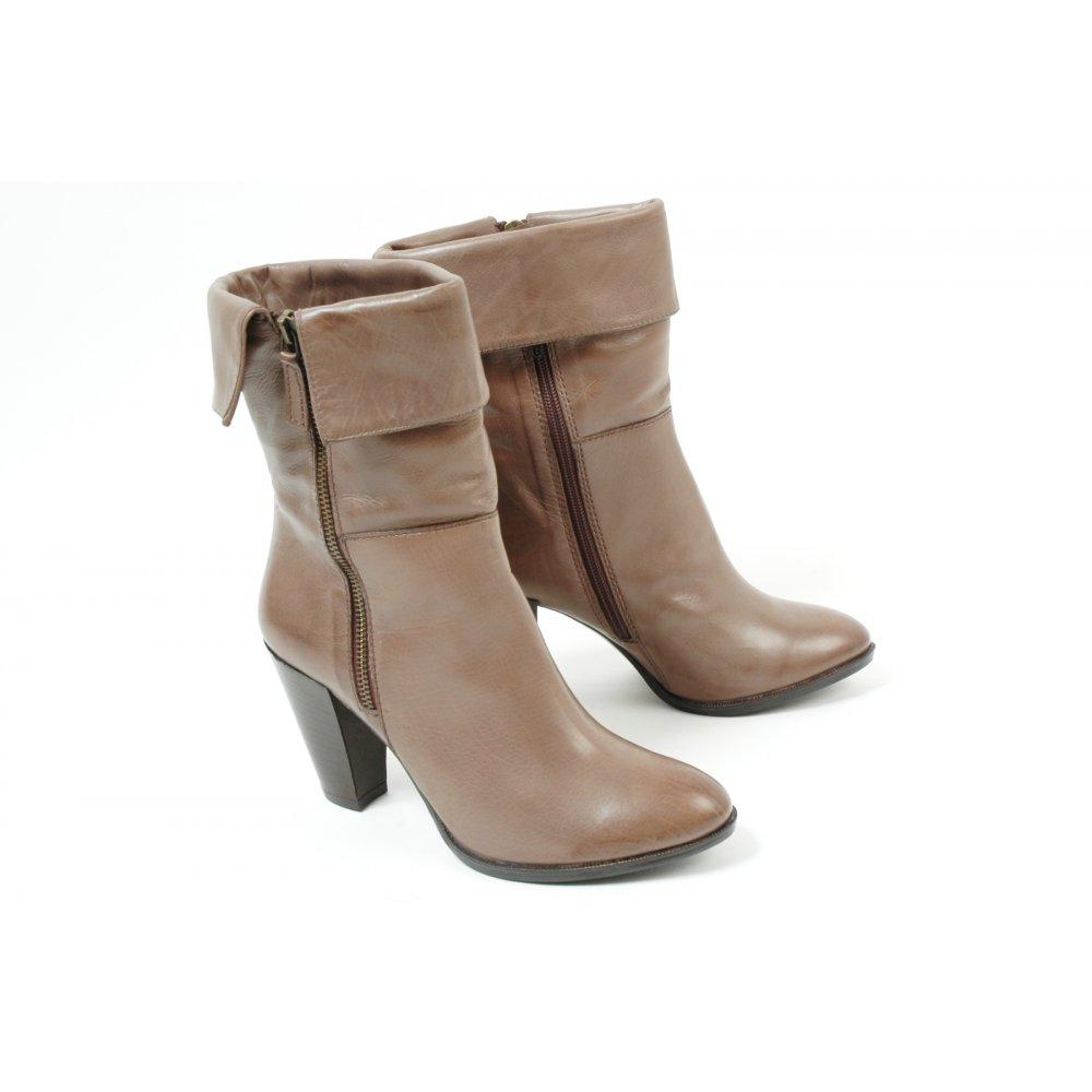 manas design italian leather boots in beige mozimo