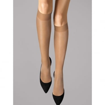 Satin Touch 20 Knee-Highs in Caramel